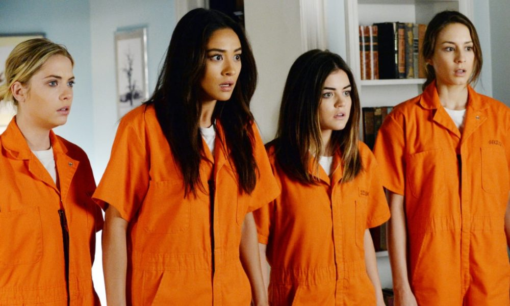 "15 ""Pretty Little Liars"" Tweets Just In Case You Forgot How Wild It Was"
